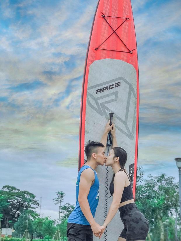 Lướt ván đứng trên dòng sông Hương: Một trải nghiệm khác biệt để cảm nhận nét sôi động của cố đô Huế - Ảnh 3.