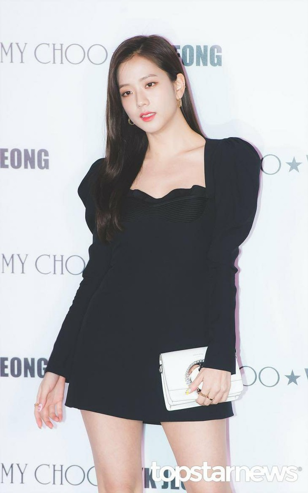 Cùng 1 chiếc váy, Jisoo khéo sửa để che chắn vòng 1 nhưng lại thua Lee Da Hee vì đôi chân cực phẩm không cần photoshop - Ảnh 4.