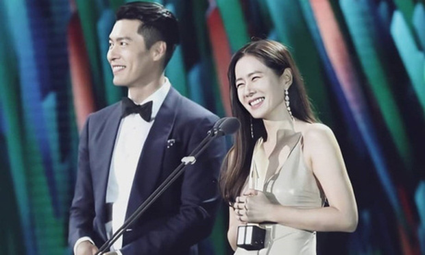 Ngoài ánh nhìn tình tứ, Son Ye Jin và Hyun Bin còn bị netizen khui chuyện cố ý mặc đồ hợp đôi với nhau tại Baeksang 2020? - Ảnh 5.