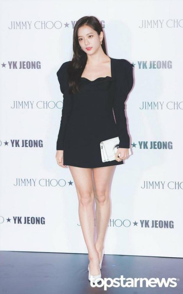 Cùng 1 chiếc váy, Jisoo khéo sửa để che chắn vòng 1 nhưng lại thua Lee Da Hee vì đôi chân cực phẩm không cần photoshop - Ảnh 5.