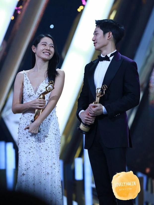 """Jung Hae In cũng ăn cú """"bơ"""" vì đường chân mày của Son Ye Jin từ 2 năm trước: Biểu cảm từ nhăn nhó khó hiểu đến thôi thì chịu vì đã quá quen - Ảnh 4."""