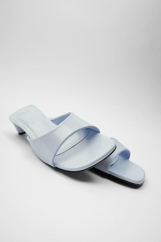 Có một mẫu sandal đang lên ngôi vì siêu hack dáng lại nâng cấp vẻ tinh tế, sang xịn cho mọi set đồ - Ảnh 11.