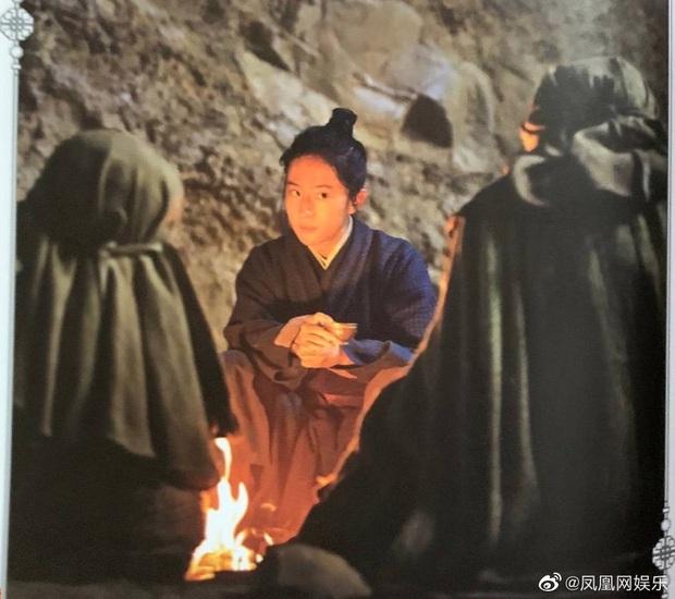 Mulan Lưu Diệc Phi thần thái ngút ngàn trong bộ ảnh mới, netizen phấn khích: Ai chê chị đơ ra đây xem nào! - Ảnh 12.