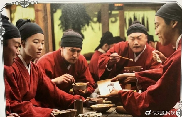Mulan Lưu Diệc Phi thần thái ngút ngàn trong bộ ảnh mới, netizen phấn khích: Ai chê chị đơ ra đây xem nào! - Ảnh 11.