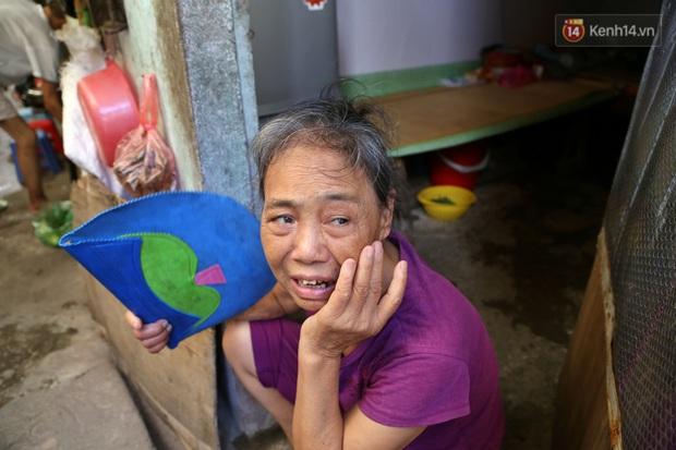 """Xóm chạy thận ở Hà Nội chật vật dưới cái nóng trên 50 độ: """"Khát không được uống nhiều nước, nằm xuống giường nóng như nằm dưới nền đường - Ảnh 11."""
