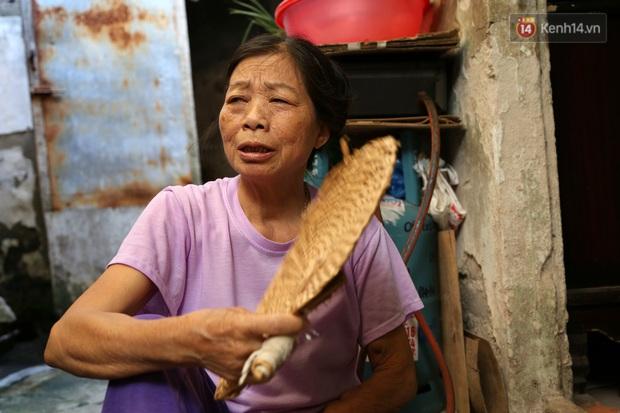 """Xóm chạy thận ở Hà Nội chật vật dưới cái nóng trên 50 độ: """"Khát không được uống nhiều nước, nằm xuống giường nóng như nằm dưới nền đường - Ảnh 9."""