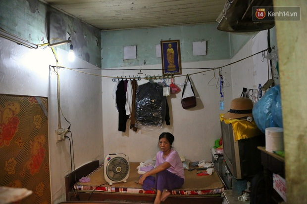 """Xóm chạy thận ở Hà Nội chật vật dưới cái nóng trên 50 độ: """"Khát không được uống nhiều nước, nằm xuống giường nóng như nằm dưới nền đường - Ảnh 7."""