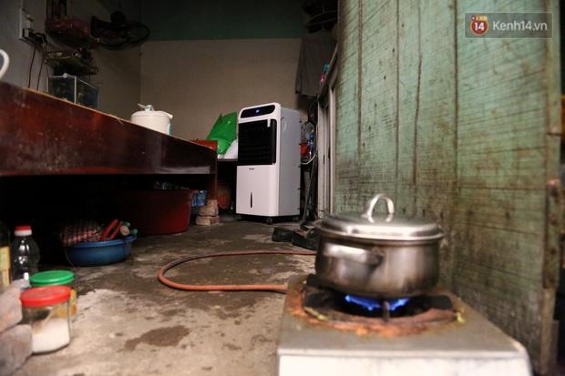 """Xóm chạy thận ở Hà Nội chật vật dưới cái nóng trên 50 độ: """"Khát không được uống nhiều nước, nằm xuống giường nóng như nằm dưới nền đường - Ảnh 14."""