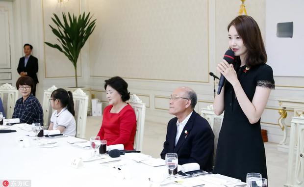 Lý giải hiện tượng Kbiz Yoona: 13 năm vẫn đứng đầu top sao đắt giá, mỹ nhân hiếm hoi diện kiến Tổng thống, có gì mà hot đến vậy? - Ảnh 9.