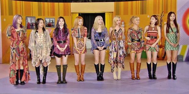 Dàn mỹ nhân Twice cân hết mọi trang phục bình dân khó cảm, hóa ra công lao là nhờ stylist đã biến tấu quá tài tình - Ảnh 2.