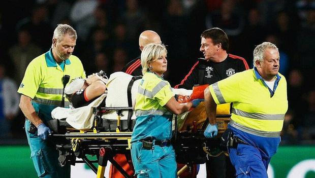 Báo Thái chú ý đến chấn thương kinh hoàng của Hải Huy, cạnh khóe y tế tại V.League yếu kém khi sơ cứu  - Ảnh 3.