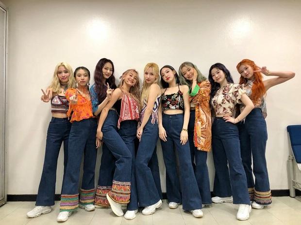 Dàn mỹ nhân Twice cân hết mọi trang phục bình dân khó cảm, hóa ra công lao là nhờ stylist đã biến tấu quá tài tình - Ảnh 3.