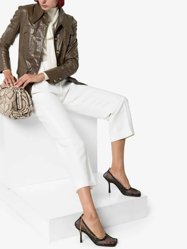 Hiếm lắm mới thấy Hà Tăng đi giày hiệu, hóa ra là đôi giày lưới mũi vuông hot hit giá 18 triệu đang khiến hội sành mốt chao đảo  - Ảnh 6.