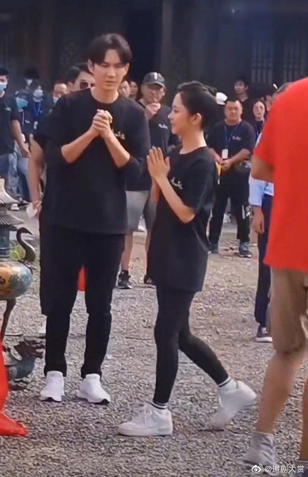 Đá bay tiểu thịt tươi Tống Uy Long, nam thần ngôn tình Chung Hán Lương sánh đôi bên Đàm Tùng Vận ở phim mới - Ảnh 3.