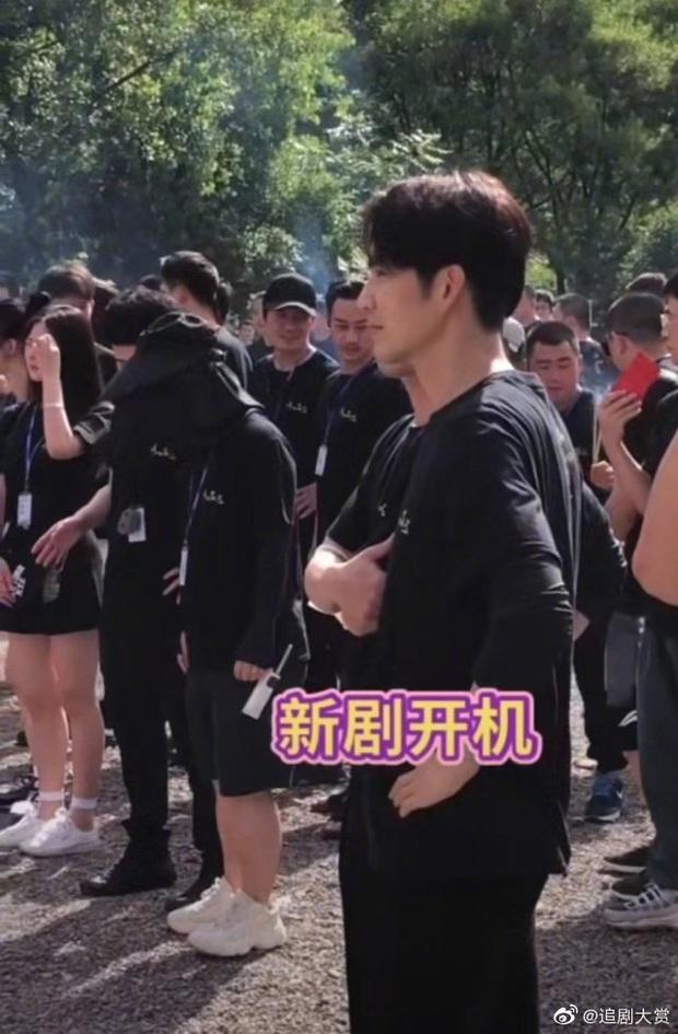 Đá bay tiểu thịt tươi Tống Uy Long, nam thần ngôn tình Chung Hán Lương sánh đôi bên Đàm Tùng Vận ở phim mới - Ảnh 4.