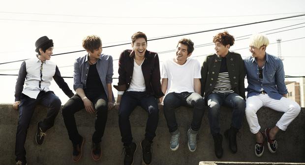 Leader boygroup huyền thoại Kpop khiến dân tình nể toàn tập: Chia đều toàn bộ cát-xê hoạt động solo, từ chối hợp đồng béo bở để ở lại với nhóm - Ảnh 5.