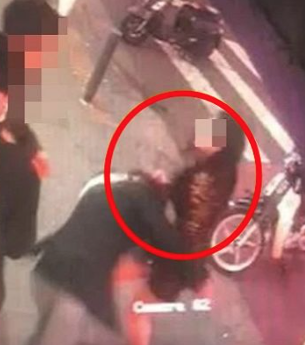 Nóng: Người mẫu khiếm thính nổi tiếng từ show thực tế của Lee Hyori bị đánh dã man trên đường, lý do đằng sau gây phẫn nộ - Ảnh 4.
