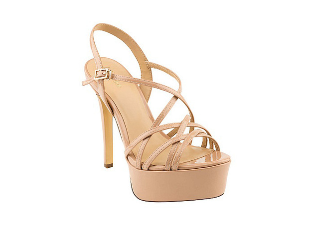 Đến phục tài đi giày cao gót của Hòa Minzy: Bé hạt tiêu mà toàn quẩy những đôi nặng trịch, cao vút như cà kheo - Ảnh 15.