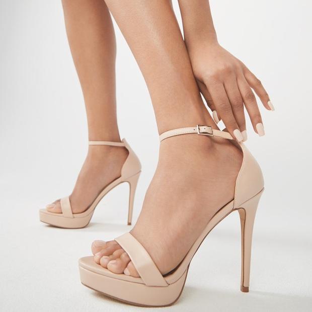 Đến phục tài đi giày cao gót của Hòa Minzy: Bé hạt tiêu mà toàn quẩy những đôi nặng trịch, cao vút như cà kheo - Ảnh 17.