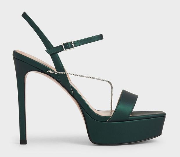 Đến phục tài đi giày cao gót của Hòa Minzy: Bé hạt tiêu mà toàn quẩy những đôi nặng trịch, cao vút như cà kheo - Ảnh 19.