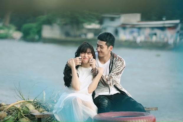 Mới ngày nào mê mẩn thầy Ngạn, nay Trà Long Khánh Vân đã bén thính Tuấn Trần ở hậu trường web drama mới - Ảnh 2.