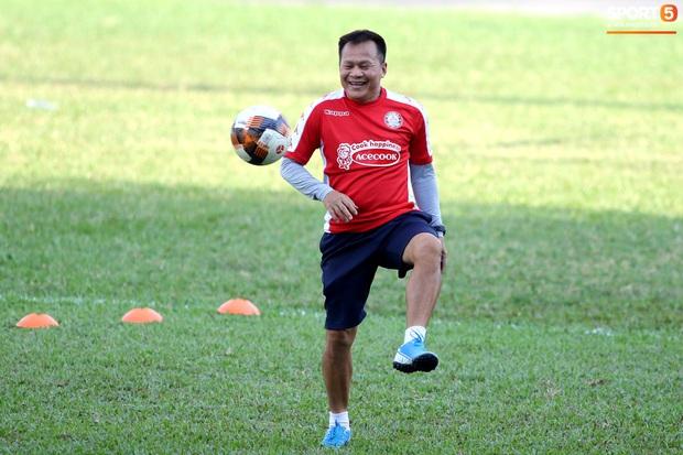 Công Phượng đá bóng cùng Maradona Việt Nam - Ảnh 2.