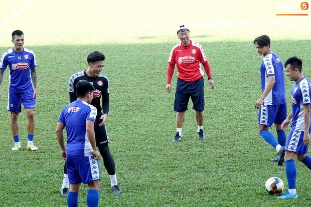 Công Phượng đá bóng cùng Maradona Việt Nam - Ảnh 6.