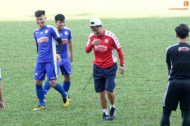 Công Phượng đá bóng cùng Maradona Việt Nam - Ảnh 5.