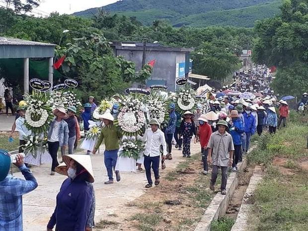 Hàng trăm người đau xót tiễn đưa nam sinh bị sát hại ở Nhật Bản - Ảnh 2.
