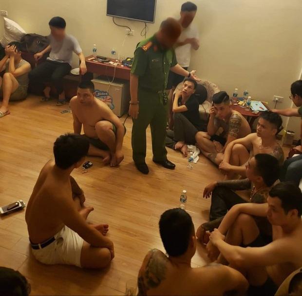 """Ập vào khách sạn lúc rạng sáng, cảnh sát bắt giữ 12 đối tượng đang """"phê"""" ma túy - Ảnh 2."""