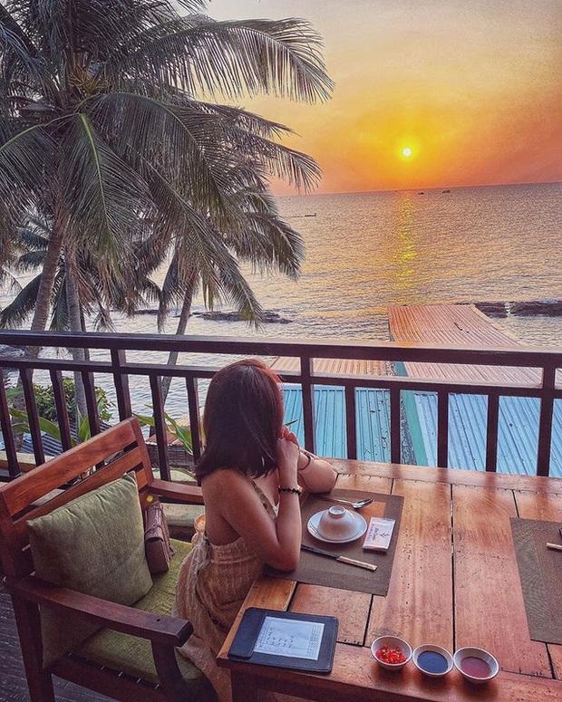 Nếu đến Phú Quốc, đừng bỏ qua 8 quán cà phê view biển sang chảnh này: Nơi hoàn hảo để ngắm hoàng hôn, lên hình đẹp đến ngỡ ngàng - Ảnh 14.