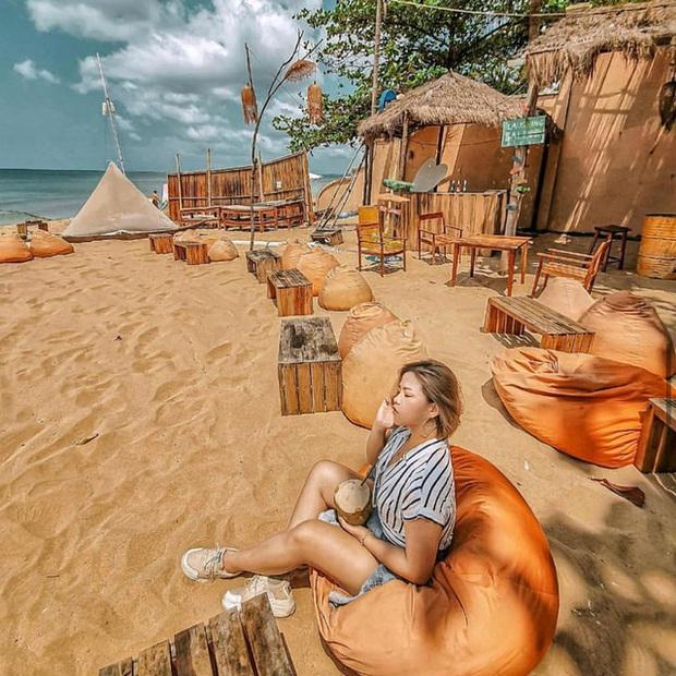 Nếu đến Phú Quốc, đừng bỏ qua 8 quán cà phê view biển sang chảnh này: Nơi hoàn hảo để ngắm hoàng hôn, lên hình đẹp đến ngỡ ngàng - Ảnh 17.