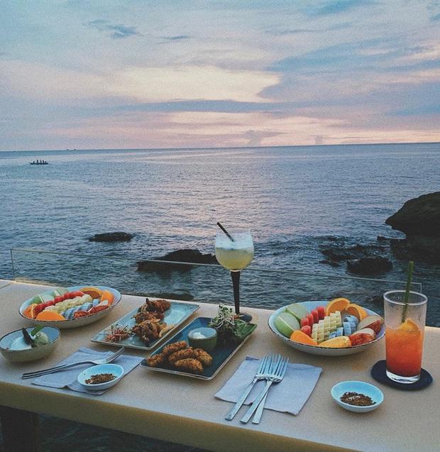 Nếu đến Phú Quốc, đừng bỏ qua 8 quán cà phê view biển sang chảnh này: Nơi hoàn hảo để ngắm hoàng hôn, lên hình đẹp đến ngỡ ngàng - Ảnh 20.