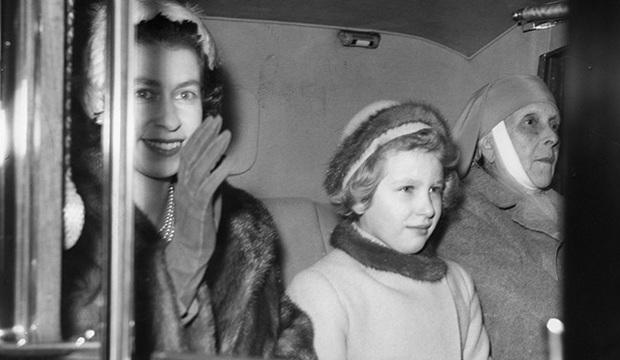 Mẹ chồng của Nữ hoàng Anh: Được con dâu đón về cung điện sống chung nhưng chỉ ở đúng 1 phòng và những điều khác biệt - Ảnh 3.