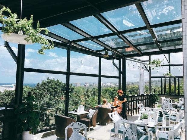 Nếu đến Phú Quốc, đừng bỏ qua 8 quán cà phê view biển sang chảnh này: Nơi hoàn hảo để ngắm hoàng hôn, lên hình đẹp đến ngỡ ngàng - Ảnh 24.