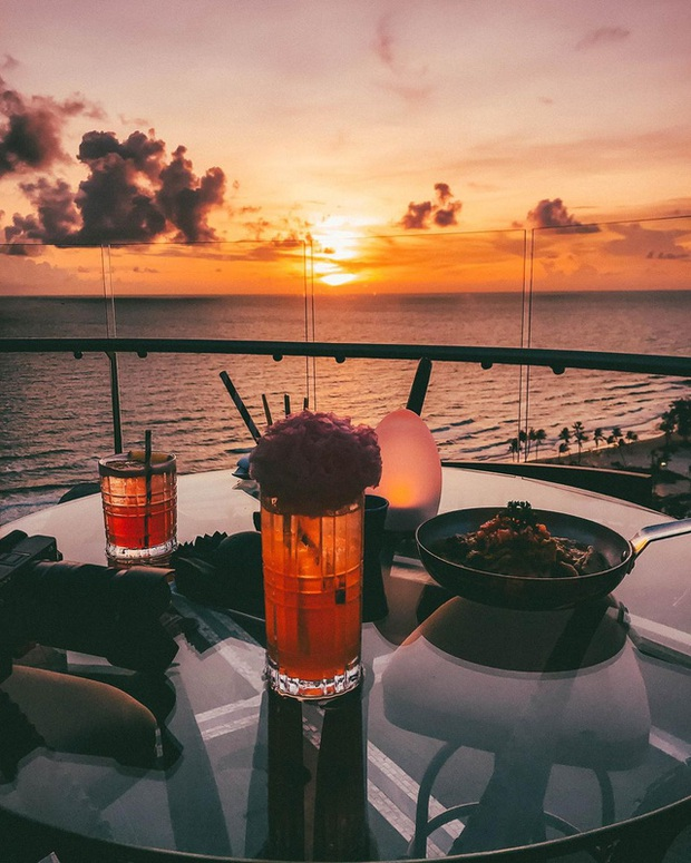 Nếu đến Phú Quốc, đừng bỏ qua 8 quán cà phê view biển sang chảnh này: Nơi hoàn hảo để ngắm hoàng hôn, lên hình đẹp đến ngỡ ngàng - Ảnh 12.