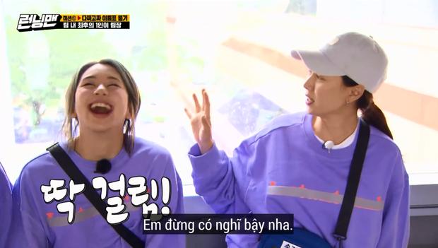 Song Ji Hyo lại bị Running Man đối xử bất công, cho lên sóng mỗi... cái tay áo? - Ảnh 8.