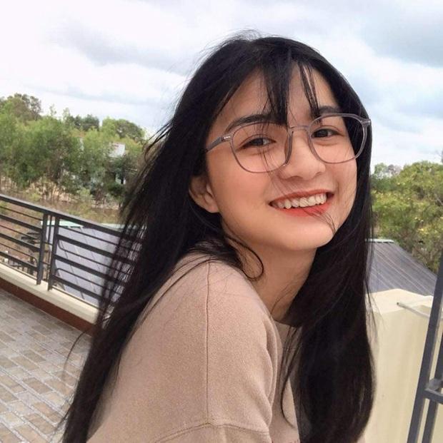 Clip quay lén gây bão MXH của nữ sinh Bình Thuận, vừa xinh xắn vừa có hành động siêu cấp đáng yêu - Ảnh 3.