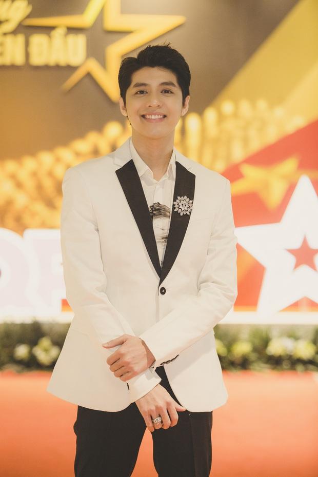 Noo Phước Thịnh được trao kỉ niệm chương, Quang Đăng biểu diễn vũ điệu rửa tay trong chương trình tri ân các chiến sĩ chống dịch COVID-19 - Ảnh 5.