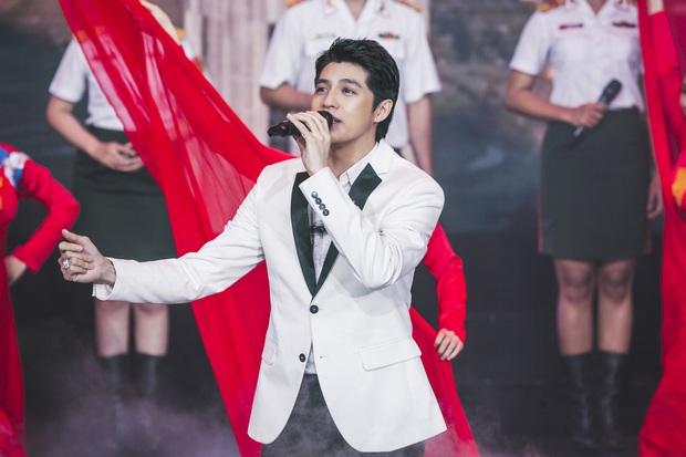 Noo Phước Thịnh được trao kỉ niệm chương, Quang Đăng biểu diễn vũ điệu rửa tay trong chương trình tri ân các chiến sĩ chống dịch COVID-19 - Ảnh 4.
