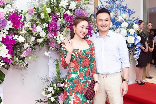Trương Ngọc Ánh, Giáng My cùng dàn sao Vbiz rần rần tham dự sự kiện khai trương của bạn gái Chi Bảo - Ảnh 1.