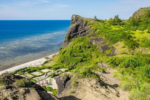 Một hòn đảo ở Việt Nam sở hữu tới 2 miệng núi lửa có tuổi đời hàng chục triệu năm, khung cảnh nhìn từ trên cao khiến nhiều người kinh ngạc - Ảnh 19.