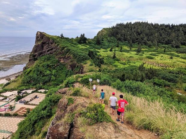 Một hòn đảo ở Việt Nam sở hữu tới 2 miệng núi lửa có tuổi đời hàng chục triệu năm, khung cảnh nhìn từ trên cao khiến nhiều người kinh ngạc - Ảnh 18.