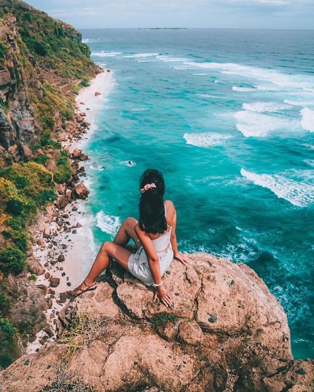 Một hòn đảo ở Việt Nam sở hữu tới 2 miệng núi lửa có tuổi đời hàng chục triệu năm, khung cảnh nhìn từ trên cao khiến nhiều người kinh ngạc - Ảnh 1.