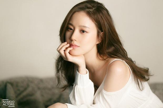 Khi sao nữ Hàn bị thời gian bỏ quên: Mợ chảnh và Song Hye Kyo lên hương, trùm cuối đích thị là Goo Hye Sun - Son Ye Jin - Ảnh 23.
