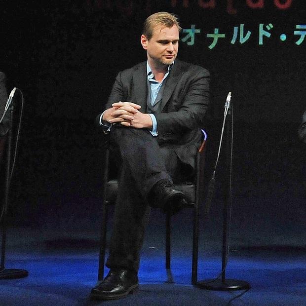 Bị phốt oan cấm dùng ghế trên phim trường, bậc thầy Christopher Nolan lên tiếng thanh minh Có mình tôi không được ngồi thôi! - Ảnh 1.