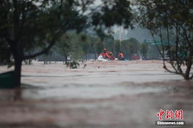 Tình hình mưa lũ tại Trung Quốc tiếp tục diễn biến phức tạp - Ảnh 1.