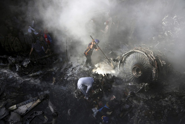 Sau bê bối phi công, hàng không Pakistan bị cấm bay đến châu Âu trong 6 tháng - Ảnh 1.