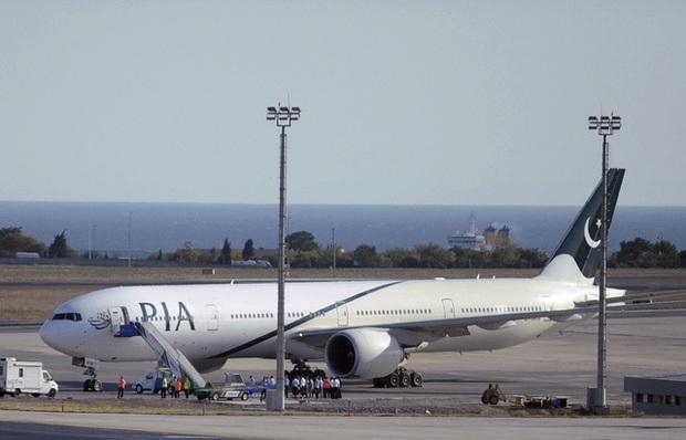 Sau bê bối phi công, hàng không Pakistan bị cấm bay đến châu Âu trong 6 tháng - Ảnh 2.