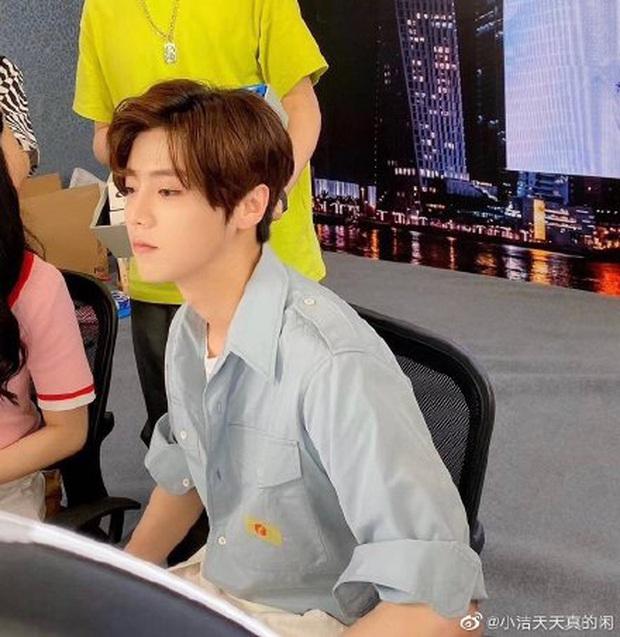 Ảnh mới của Luhan chứng kiến màn xuống cấp nhan sắc ngỡ ngàng, visual của EXO nay còn đâu - Ảnh 8.